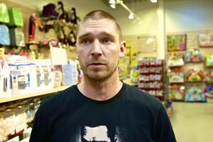 Dan Norrgårds, butikschef för Babyproffsen, delar lokal tillsammans med Lager 70 i handelshuset Majoren.