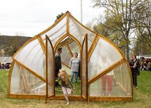 Det liknar kanske ett kapell eller en lökkupol. Men det är ett växthus.