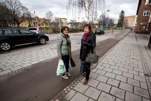 Annika Strandberg och Inger Jansson är trygga som gångtrafikanter i Fagersta.