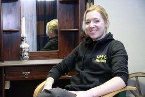 Hanna Sundin har förvandlat frisersalongen till en frisersaloon.
