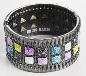 Armband med stenar från Milajki