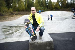 Hans Jacobsson har åkt bräda i 35 år och är ännu en högst aktiv åkare.