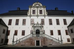 ENTRÉN. Tidö slott är ett byggnadsminne där inventarierna är skyddade i en stiftelse.