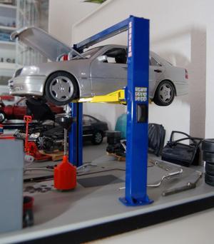 Den lilla bilverkstaden i modellformat är imponerande.