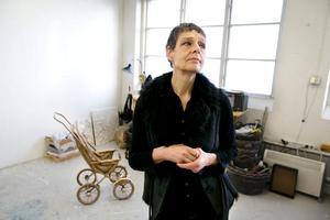 Ann Sidén har gjutit av prins Daniels barnvagn i brons och vill gärna se den som ett permanent konstverk med funktion på Slottet.