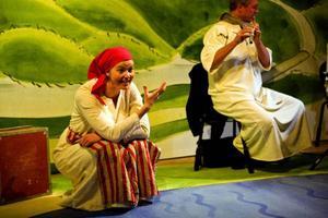 Elsa Beskows barnsaga Hattstugan har omvandlats till opera för små barn och är på turné.