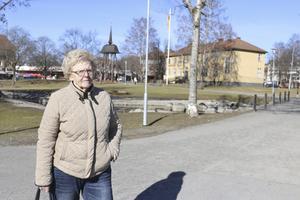 Antalet äldre som väntar på boendeplats och i många fall stora personliga behov gör att moduler på Kottmossen behövs snarast, menar Britt Janwald, PRO i Fagersta.