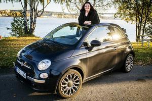 Pernilla Eurenius älskar sin bil och hon poppar så hög musik att hon ibland glömmer bort att växla.