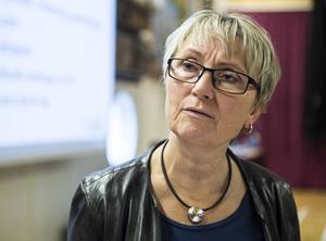Lena Berglund Friberg berättar att köerna till BUP i länet är långa och att regionen tvingas köpa in hjälp. Bild: Anki Haglund/Arkiv