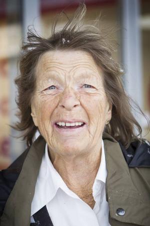 Inger Sandström, Östersund.– Jag har ingen far längre så nu bjuder jag min man på tårta i stället.