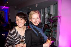"""Christina Runeson och Maria Andhagen. Christina jobbar på Västerås Konstmuseum som vann kategorin """"Årets webb 2013"""". Maria är henes gäst."""