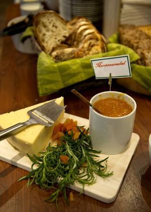Brieost och marmelad – tillbehören är till soppan är rentav lite lyxiga.