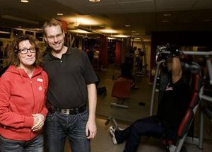 Mot dopning. Pialena Wihlborg, verksamhetschef, och Lars Molin, ordförande hos Friskis & Svettis i Gävle, tycker det är bra att det kan ske oanmälda dopningskontroller hos föreningen.