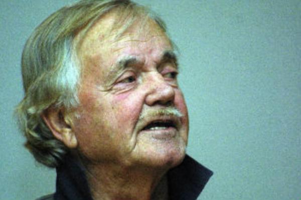Trots 36 år i Hassela var det i går kväll första gången som levande legenden KA Westerberg  höll ett föredrag för Hasselabor. Förre kyrkoherden Karl Åkerblom fick honom till det.