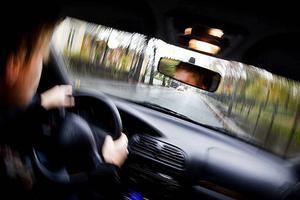 Den åtalade saknar körkort och har tidigare dömts för olovlig körning. Personen på bilden har inget samband med texten.