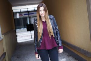 Efter några motgångar är 17-åriga Alicia Jansson Holmer nu redo för större agenturer och visningar, hon är en it-girl.