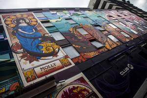 Blooms hotel i Temple Bar-området har genom sin nya fasadmålning gått från ordinärt till hippt.