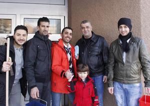 Mohamad Marestani, Jamal Mohanad Alater, Mohamad Alahmad, Feras Mardini och Anas Aldimaski bor alla på Vågbro center.