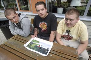 """Inga guldrånare. Polisen misstänkte att Daniel Wikström, 18 år, Robin Andersson, 18, och Dennis Husell, 19, låg bakom rånet mot Guldfynd i onsdags kväll. Men de var bara ute och åkte. """"Klart man blev lite skakad efteråt, det är inte varje dag man har en pistol riktad mot sig,"""" säger Dennis Husell."""