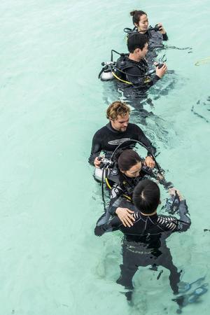 För den aktive turisten är dykning, snorkling och vågsurfing från båt en möjlighet att övervinna lättjan på en resort.