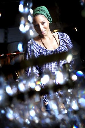 Trebarnsmamman Jessica Folcker satsar på både familjen och karriären.
