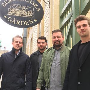 Robert Roos, Mannie Ersgård, Jonas Levin och Viktor Nygren är männen bakom nya restaurangen Grillo på Berggrenska gården.