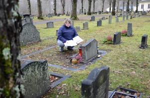 Öden och äventyr. Få uppgifter på gravarna sätter ändå tankarna i rörelse. Maud Siik registrerar samtliga gravar inom Grythyttans församling. Information som sedan ska digitaliseras.