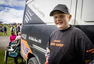 Elvaårige Kalle Dolk från Delsbo hoppades på seger inför dagens gräsklipparrace.