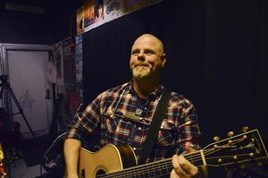 Mikael Ivarsson är aktuell med låten Hälsingevår, en hyllning till Hälsingland.