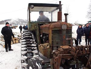 Ola Andreasson från Söderköping i en av sina 76 traktorer. BILD: SAMUEL BORG