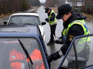 Fortkörningar och rattfylleri är de vanligaste orsakerna till indragna körkort.