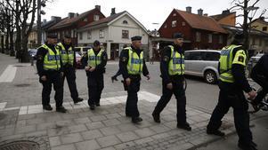 Poliser vid Strömpis.