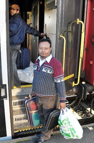 Den här mannen hade ett litet kapital med vilket han betalade tågbiljetterna för sig och sina olyckskamrater från Bräcke till Uppsala.