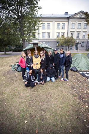 Hungerstrejk utanför Migrationsverket i Gävle. Hur kan man bara se på? Det undrar Clara Larsson Forsberg.