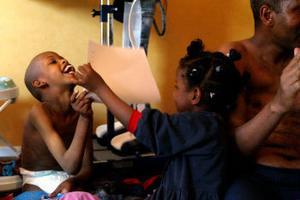 - Om mina döttrar åker till Somalia så kommer de bli könsstympade. Och min handikappade pojke skulle inte klara sig, säger Abdirashi Adem Ibrahim.