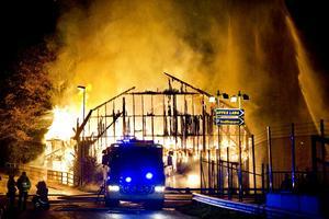 Färre bränder i byggnader 2011. Men Kvarnbyggnaden i Hallsberg brann ned till grunden i början av oktober. Det var en av 336 bränder i byggnad som inträffade i länet under 2011.
