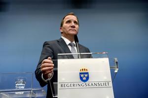 Statsminister Stefan Löfven håller presskonferens i Rosenbad i Stockholm på tisdagskvällen sedan Sverigedemokraterna sagt de ska stödja alliansens budgetförslag och därmed fälla regeringens budget.