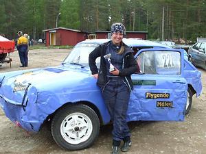 Ledaren i damklassen, Mimmi Öhrn SMK Söderhamn, blir ett jagat villebråd i helgens X-cup i folkrace.