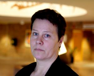 Linnea Stenklyft och Junsele s-förening upprörs över Handelsbankens nedläggning.