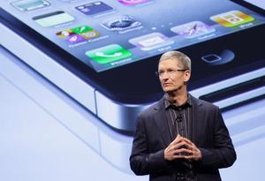 Tim Cook tar över som vd för Apple.