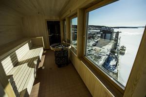 HOTELL MED UTSIKT. Den 2 april öppnade hotellet Elite Plaza Örnsköldsvik, ett omdiskuterat bygge framför allt för sin placering i hamnen. Utsikten från bastun högst upp är det dock ingen som klagar på.
