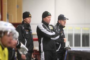 Göran Härdin, Svenne Olsson och Jens Alftin ingick i Brobergs tränarteam förra säsongen.