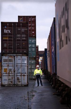 Stig Wåhlstedt är driftchef vid containerterminalen. Han har varit med och sett den växa sedan starten för fem år sedan.