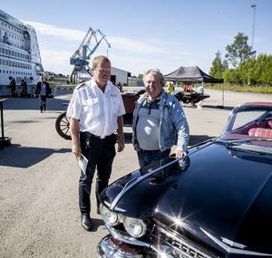 Calle Lundqvist, Bilmuseet, i samspråk med maskinchefen på M/S Birka Jan Malmberg.
