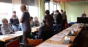 Turbulent blev det den 16 maj när kommunfullmäktige i Hällefors höll möte. Centerpartiet upplever det hela som en politisk kupp, att S medvetet manövrerade ut sina samarbetspartners för att vända sig mot oppositionen.
