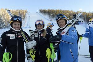 Redor för race efter att ha fått känna på Levi Black Pist är Therese Borssén, Rättvik, Natahlie Eklund, Leksand och Anna Swenn Larsson, Rättvik.