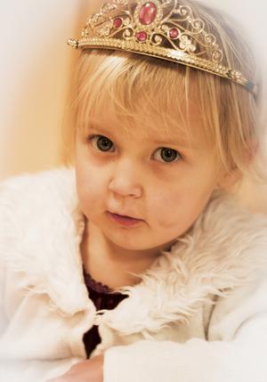 Nora, en liten söt prinsessa. Bild: Lena Larsson.