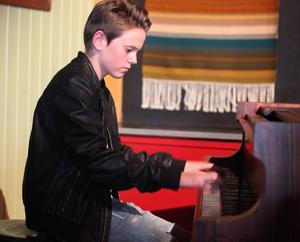Rasmus Nilssons flinka fingrar gav honom segern och en biljett till Spotlightfinalen i Krokom till hösten.