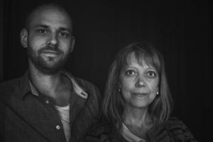 Joakim Simonsson och Karin Hans-Ers spelar visor ur den senaste skivan