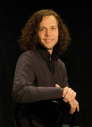 Närmast ska 30-årige Maurits Elvingsson medverka i två uppsättningar i Stockholm.